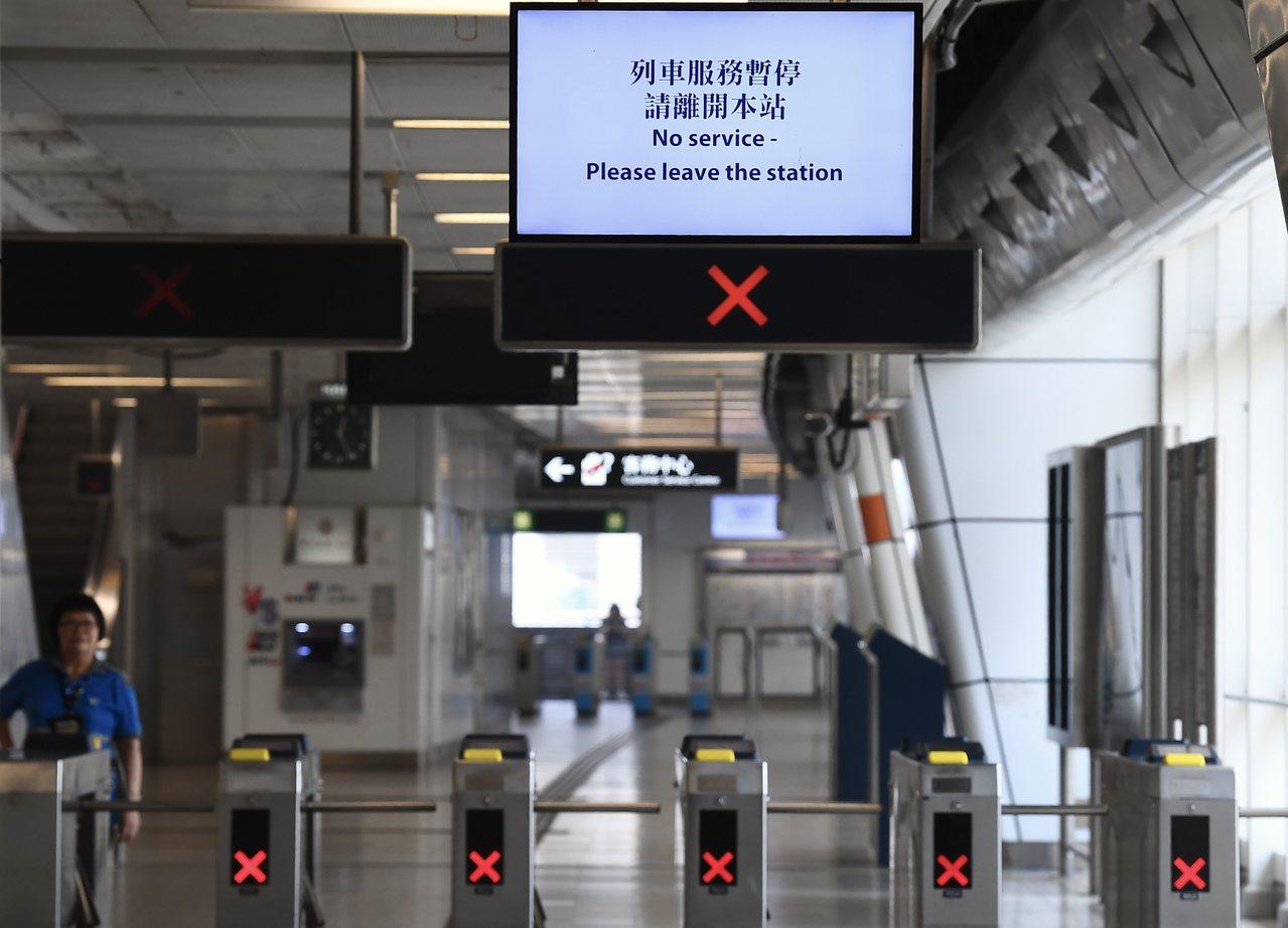合法遊行下港鐵7站停駛半日。 香港中國通訊社