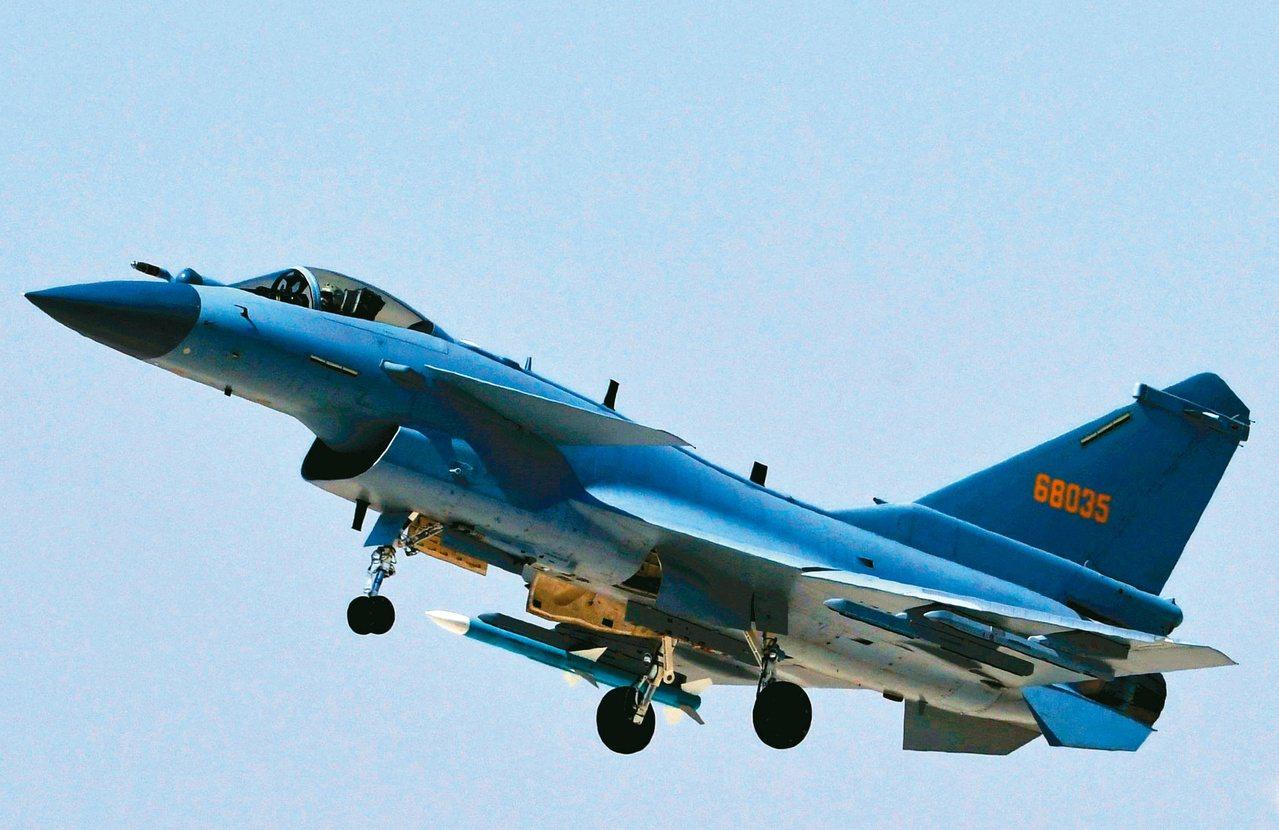 有報導稱,中國殲10C等主力戰力開始換裝國產「太行」發動機。新華社