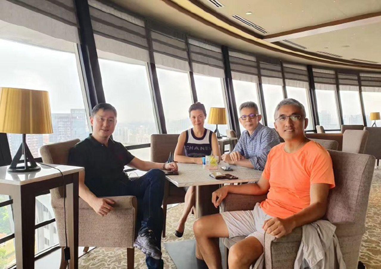 姜豐日前發微博,時隔26年,新朋老友再聚獅城。 圖擷自/微博