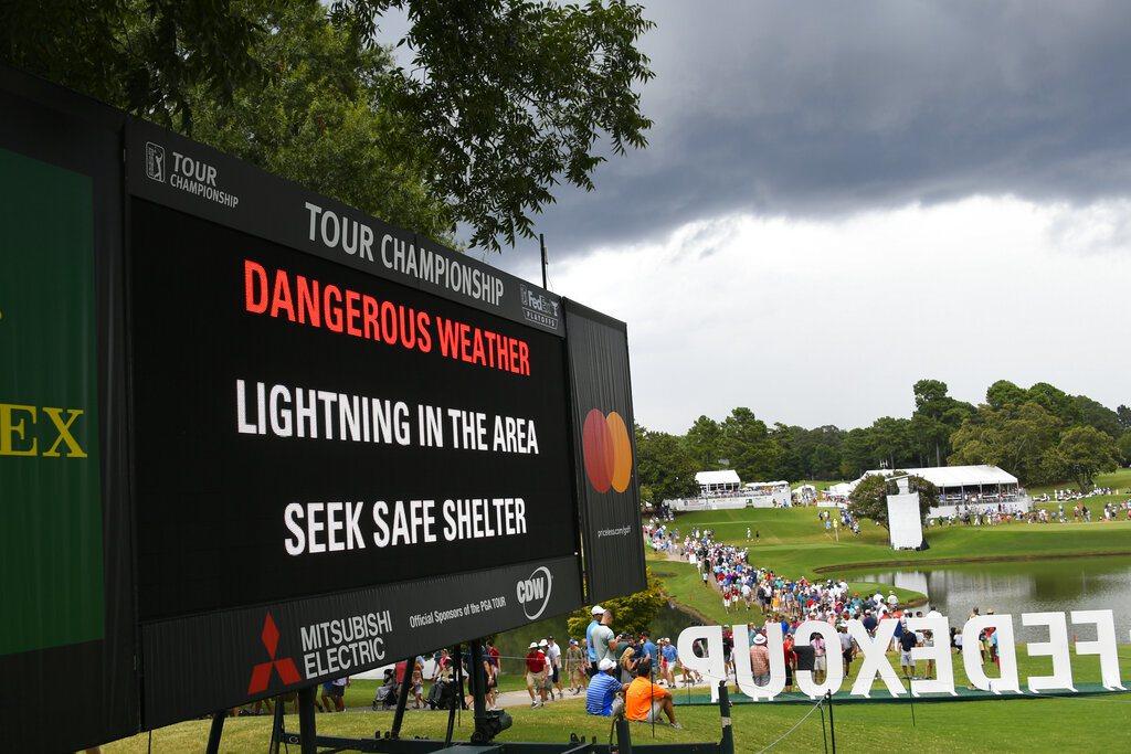 美國職業高爾夫巡迴錦標賽(PGA Tour Championship)今天發生閃...