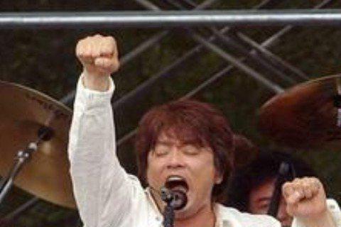 日本音樂史上成功音樂組合之一的樂團「恰克與飛鳥」(CHAGE and ASKA)成員飛鳥涼(本名宮崎重明)今天在官網宣布單飛。他說,樂團與其延命,不如解散重新打造。「朝日新聞」報導,今天是恰克與飛鳥...