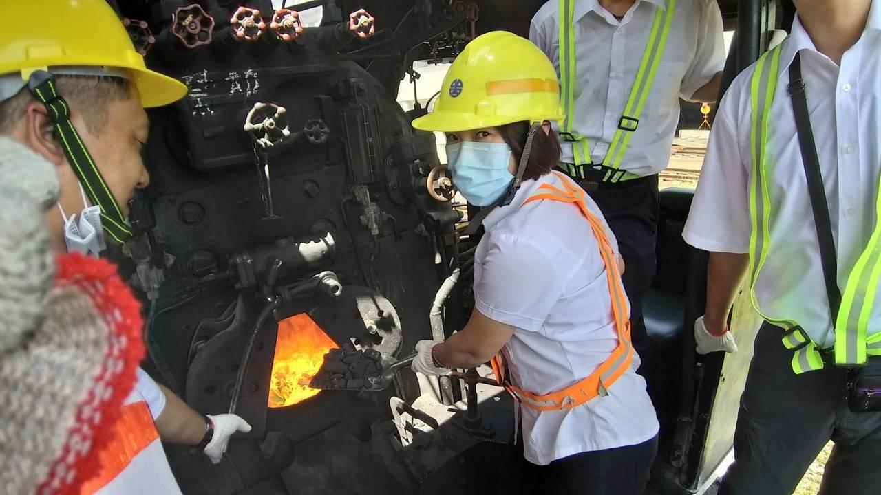 台鐵新一批女司機員成員之一的張凱綸,受訓時狀況。圖/台鐵局提供