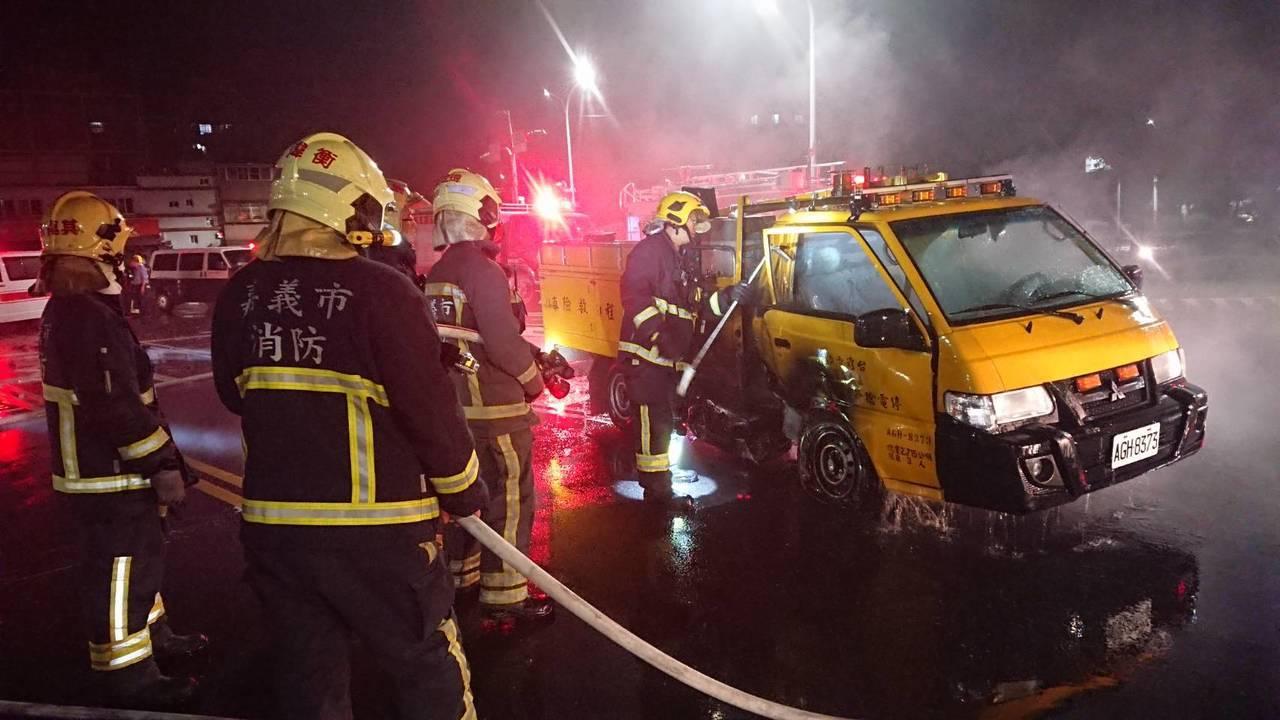 台電工程車要趕赴火場支援途中,發生車禍。記者李承穎/攝影