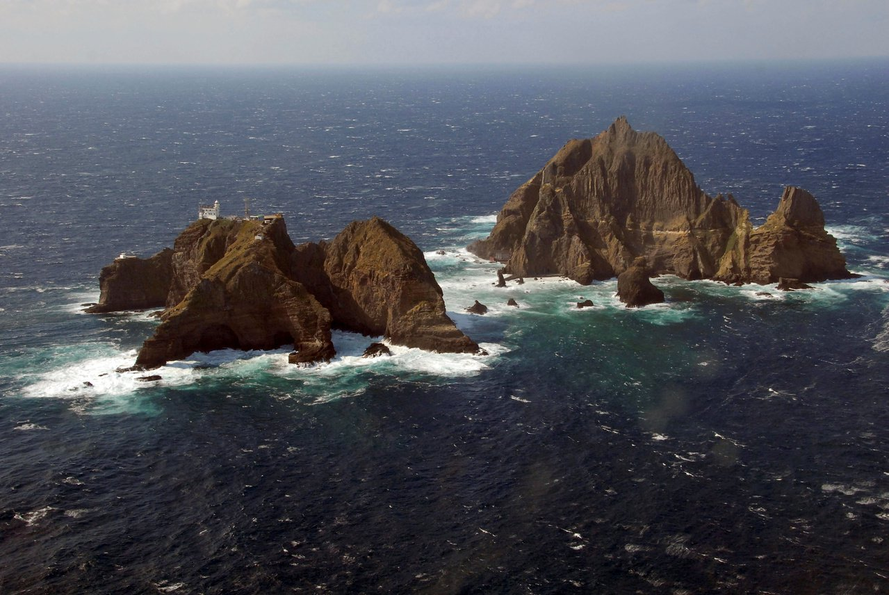 南韓軍方今明兩天(25日和26日)在獨島舉行防禦演習。路透
