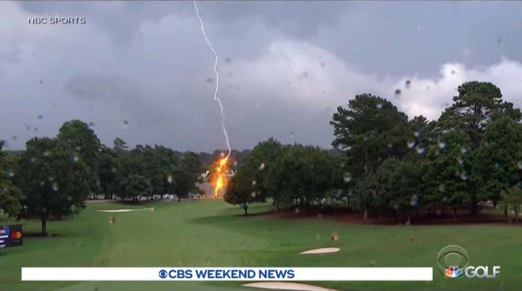 美國職業高爾夫巡迴錦標賽24日在喬治亞州亞特蘭大進行聯邦快遞杯第3輪比賽,途中卻...