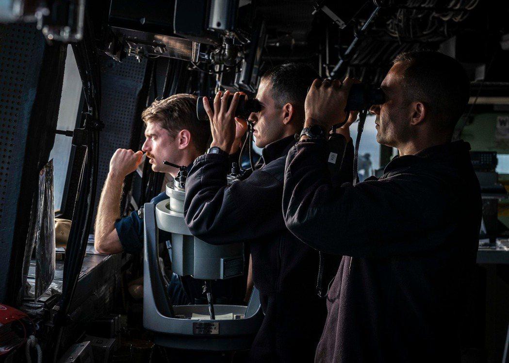 聖安東尼奧級船塢登陸艦「綠灣號」(USS Green Bay LPD 20)前日...