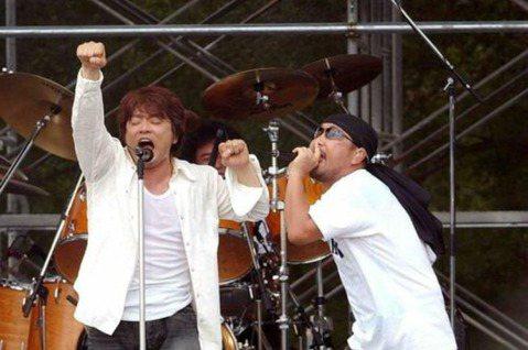 日本經典團體「恰克與飛鳥」成為絕響!飛鳥涼(ASKA)25日在官網發表聲明,宣布退出「恰克與飛鳥」。今天正巧是「恰克與飛鳥」出道40周年紀念日,ASKA也對等待他們復出的歌迷們道歉,遺憾最後還是拆夥...