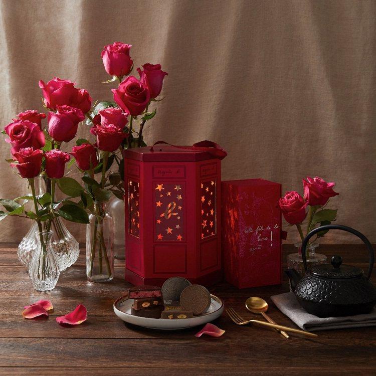 agnès b. CAFÉ今年特別選用精緻優雅的燈籠外型設計,打造混搭傳統風格中...