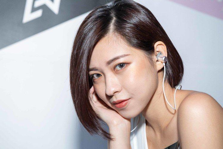AVIOT WE-BD21d頸掛無線耳機,建議售價3,990元。圖/AVIOT提...