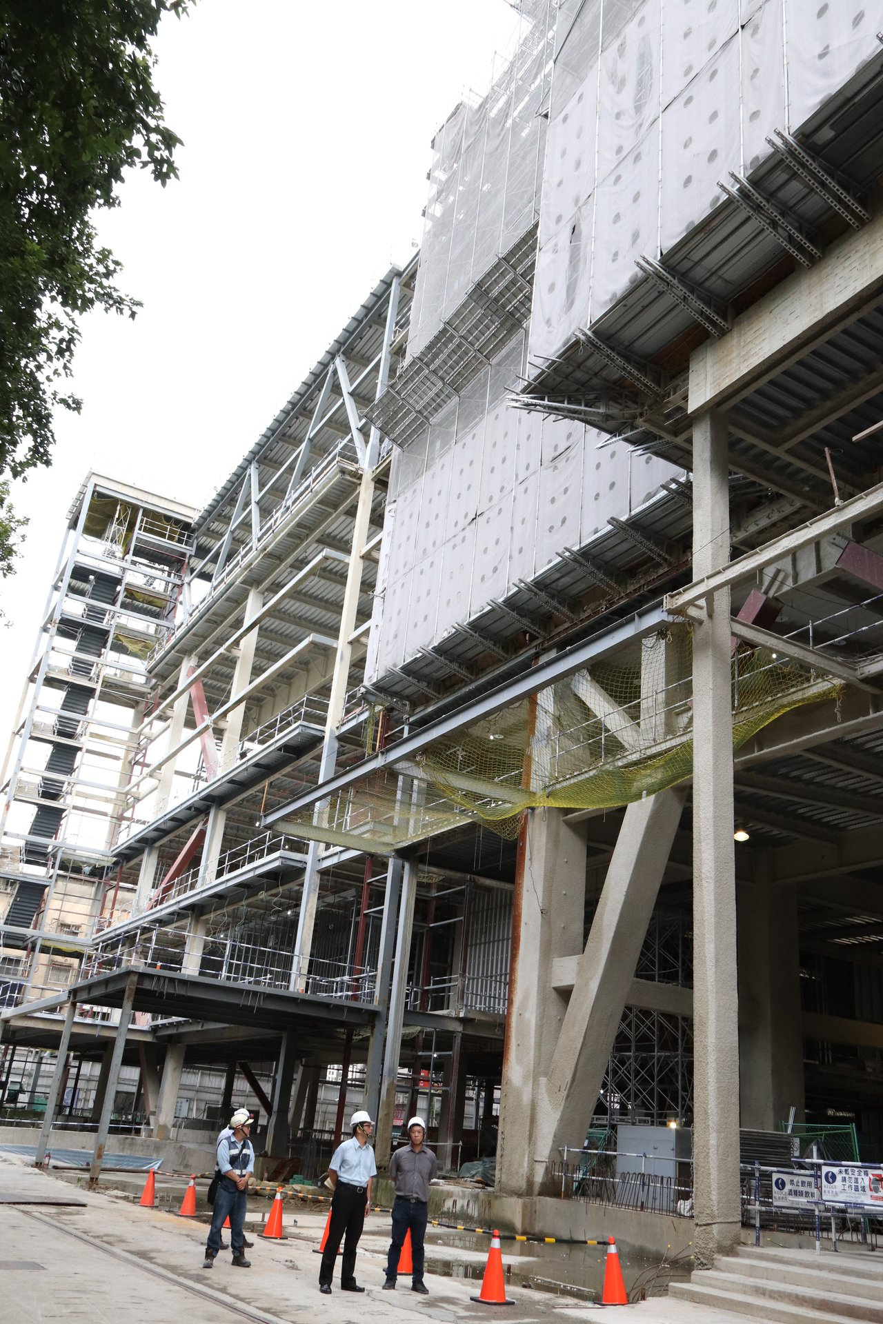 新店區行政生活園區公辦都更案,配合都更後,將興建為3棟建物,包含地上31層綜合行...