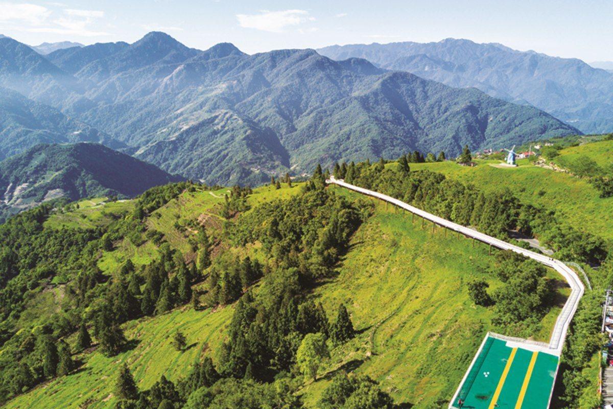 清境高空觀景步道2.0版比之前增加400公尺,而且更設立多個遊憩平台,提供遊客使...