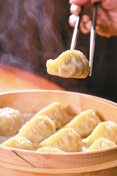 店內的羊肉蒸餃也是楊紀華心頭好 記者陳立凱/攝影