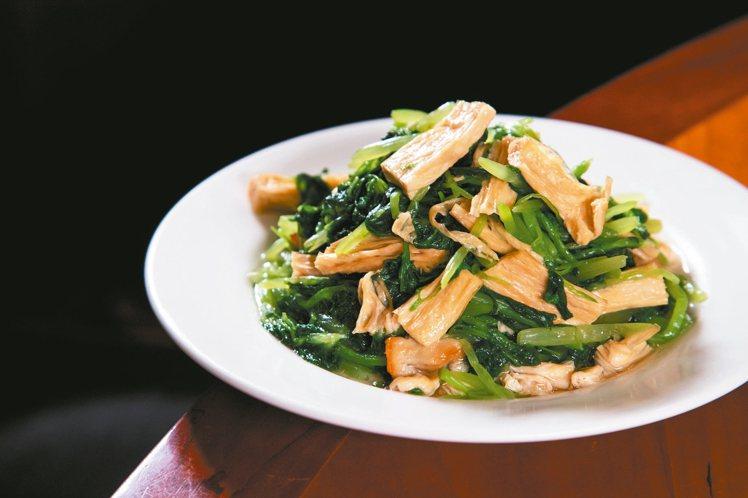 炒青菜是楊紀華最喜愛的鼎泰豐菜色。 記者陳立凱/攝影