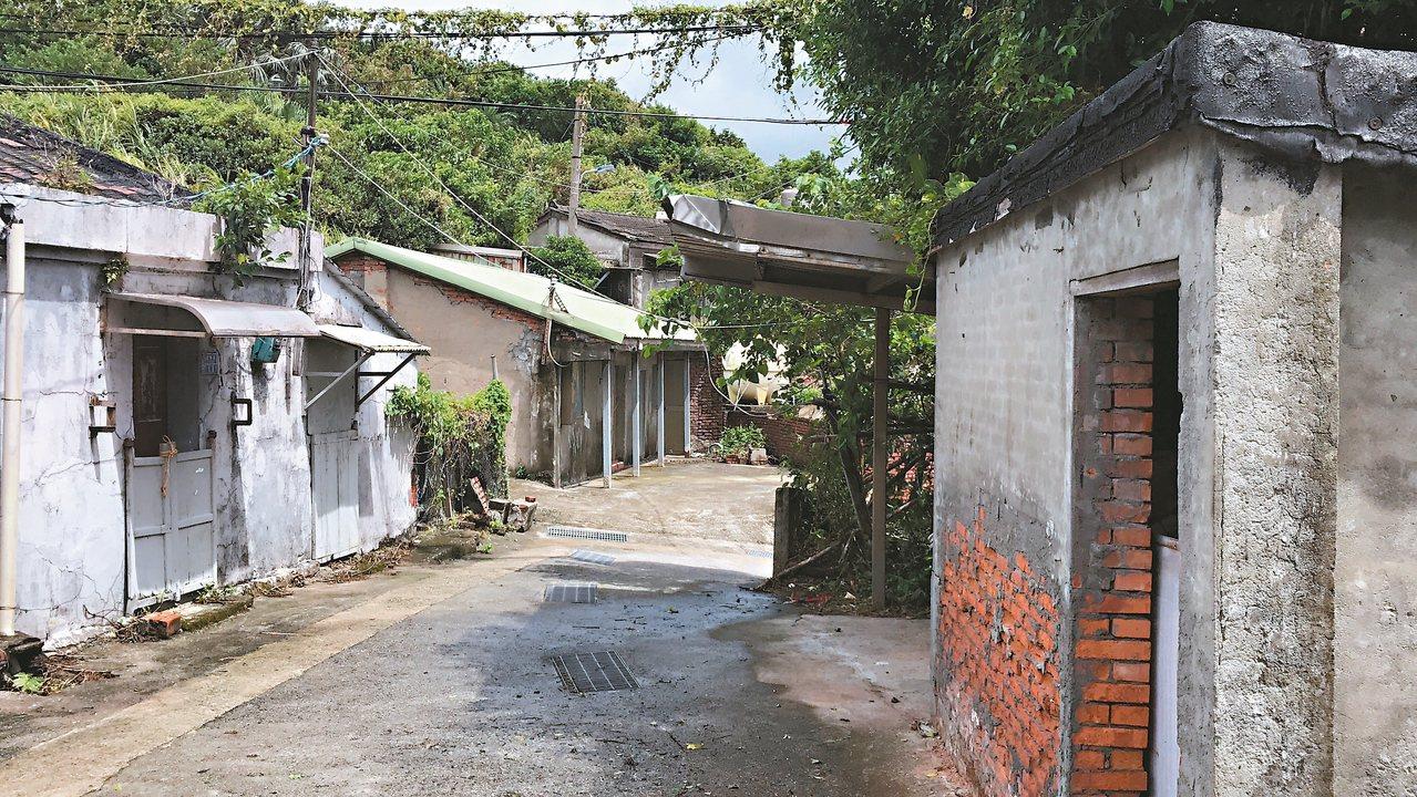 寶得利集團要出售基隆長潭段等4筆土地居民幾乎都搬走,街道無人。 記者吳淑君/攝影