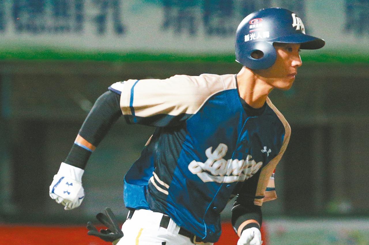 猿隊21歲新人陳晨威因右腿骨損傷,確定提前結束球季。 圖/聯合報系資料照片