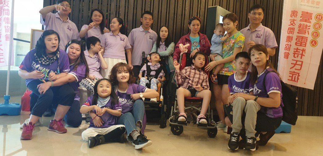罕見疾病雷特氏症病友,台灣和香港病友與家屬昨天交流。記者游振昇/攝影