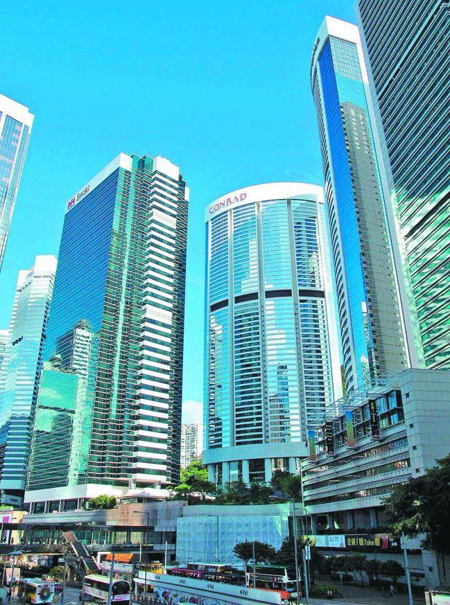 香港連續第九年蟬聯全球最難買房城市,收入位居中位數的家戶必須不吃不喝將近廿一年才...