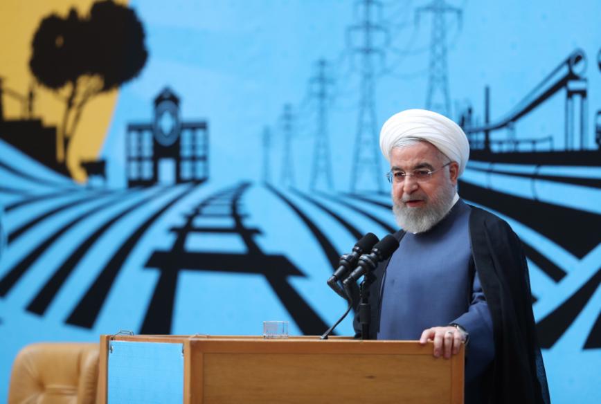 由於伊朗外交部長查瑞夫突然現身G7峰會,遭受立場強硬的媒體猛烈抨擊,伊朗總統羅哈...