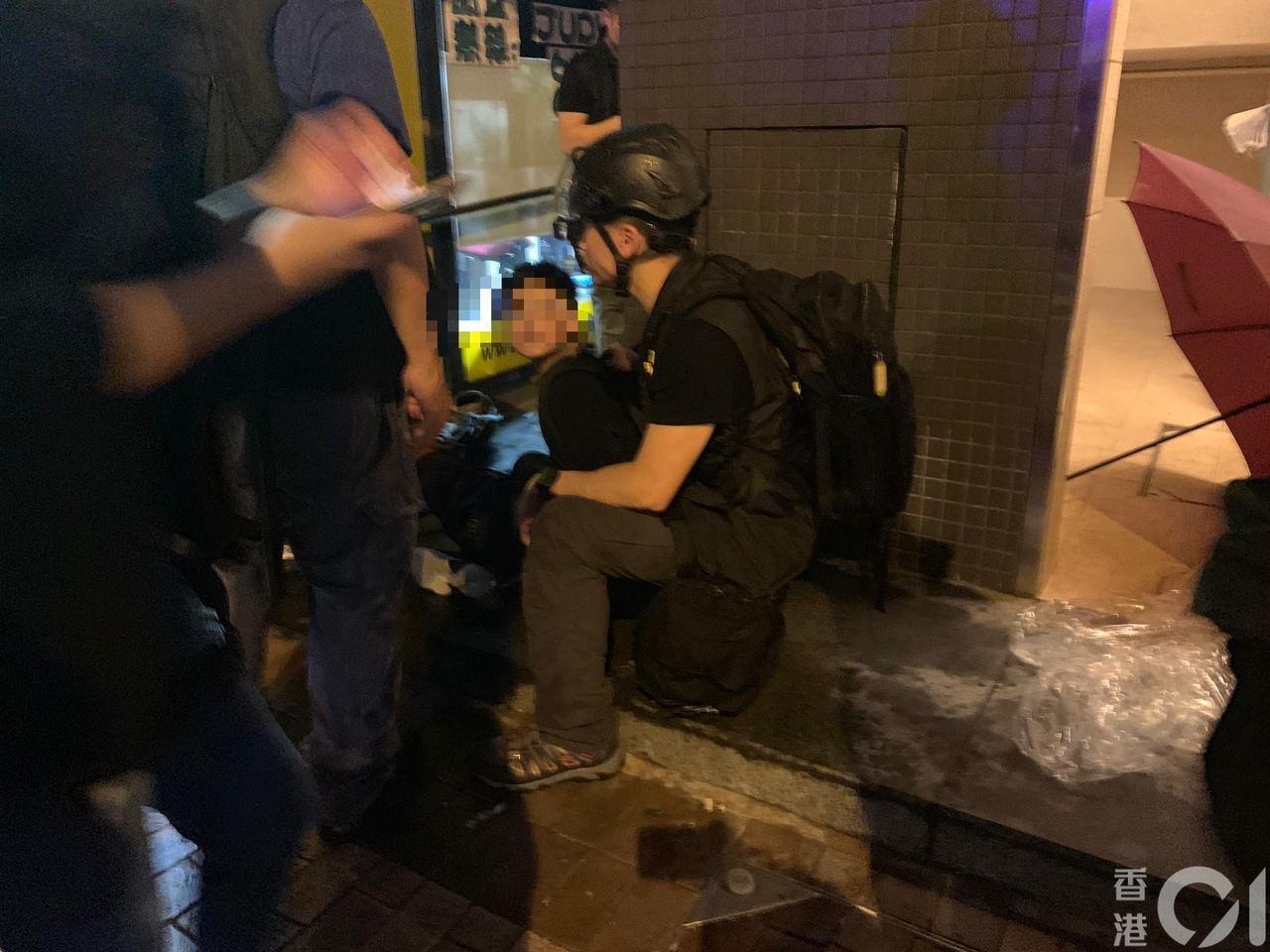 一名12歲男童於荃葵青示威被捕,消息指他涉非法集結。圖擷自香港01