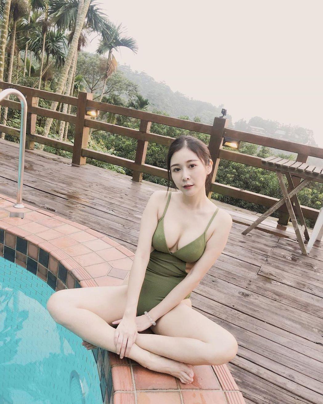 Albee分享泳裝辣照。 圖/擷自Albee IG