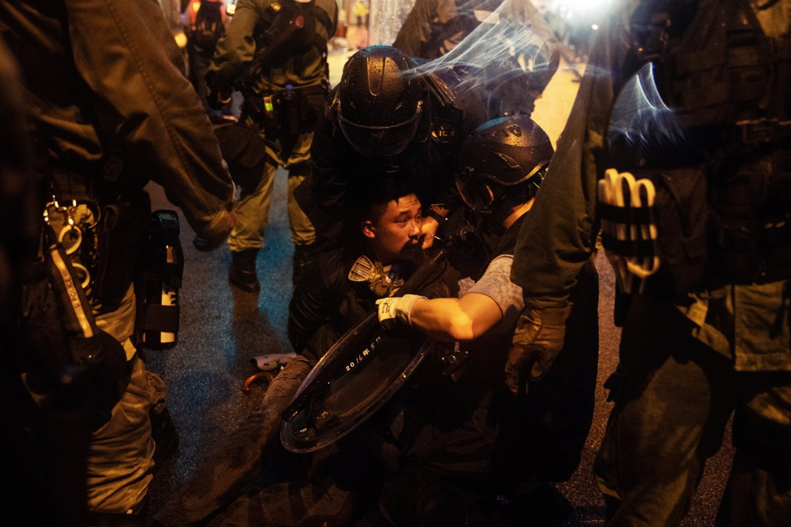 警方也在26日上午證實,周日發生的抗爭總共有36人被捕(其中有29名男性、7名女...