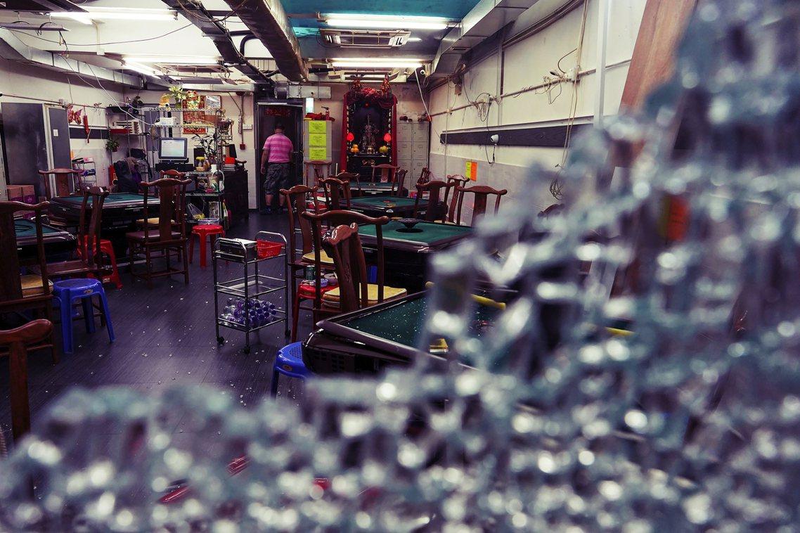 「福建人大佬出來!」這起針對麻將館的攻擊,起因於8月初在荃灣、北角傳出的暴力殺傷...