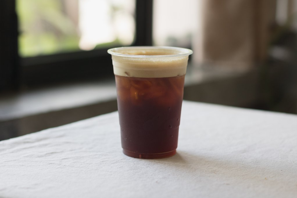 日前一名網友在超商排隊結帳時,無意間聽到前面一位買咖啡的顧客對店員提出無理的客製...