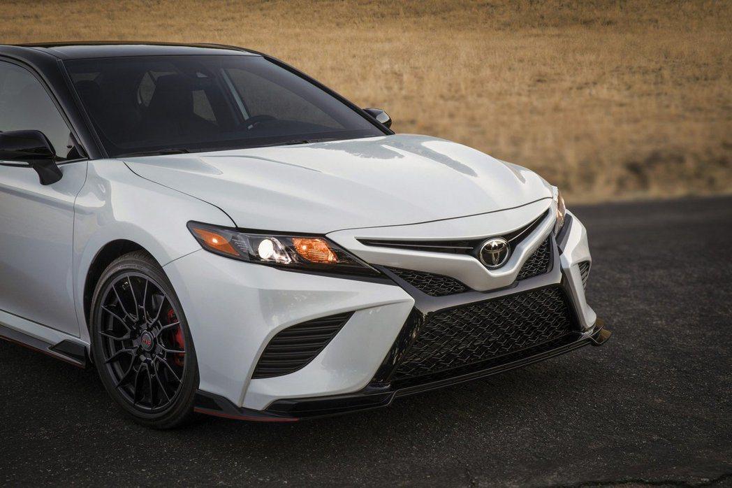 TRD空力套件對Camry的外觀加分不少。 摘自Toyota