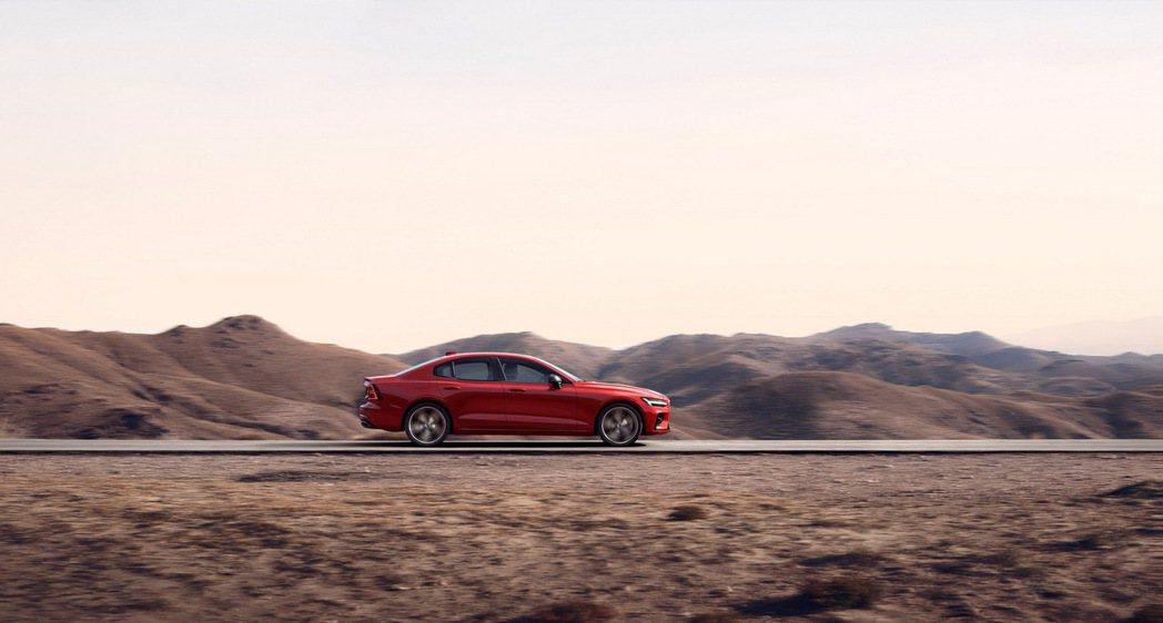 The New S60 T5 R-Design 搭載 2.0 升缸內直噴渦輪增壓...