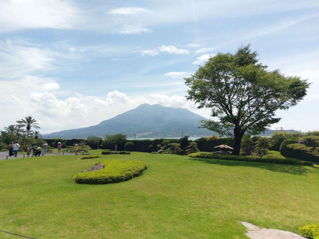由御殿前方庭園遠眺櫻島火山