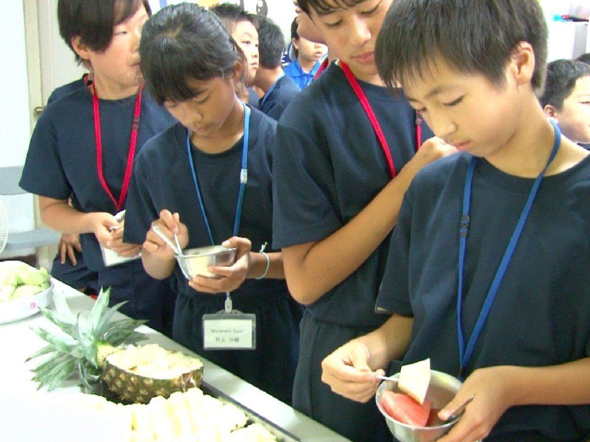 日本熊本縣玉東町的日本學生來到橫山國小,橫山的孩子們從最愛的零食到平常吃的水果「...