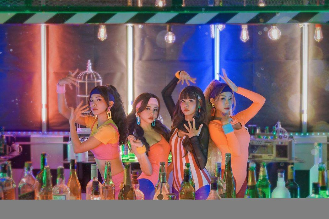 女團「AMOi-AMOi」的新作「BYE BYE BYE BYE」MV重新上線。