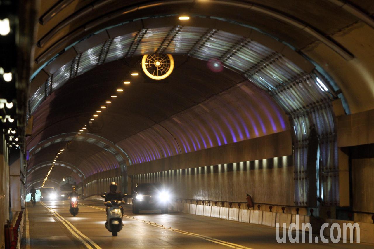 北市自強隧道9月1日起實施區間測速。本報資料照片