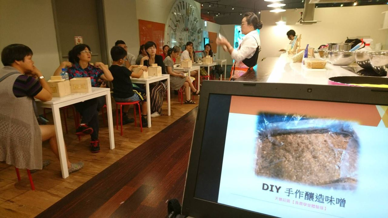 高雄市農業局暑假規畫一日農夫創客學堂程推出「手釀日式味噌」。圖/高雄市農業局提供