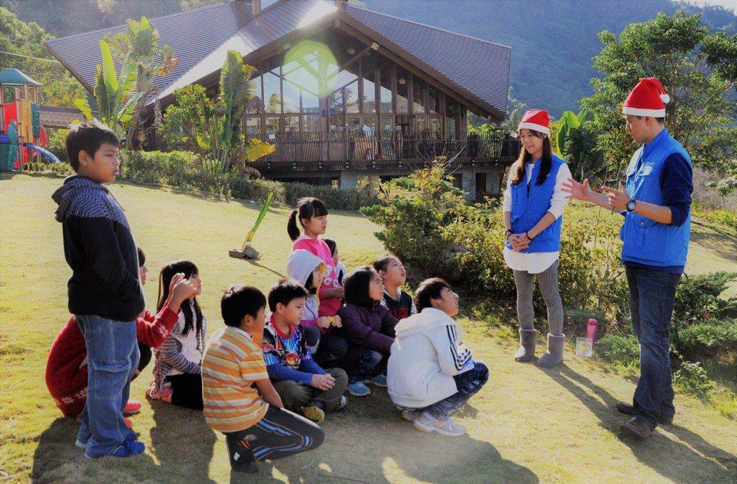 台達志工每年耶誕節前,都會到民權國小為孩童上環境教育課程。圖/台達電子文教基金會...