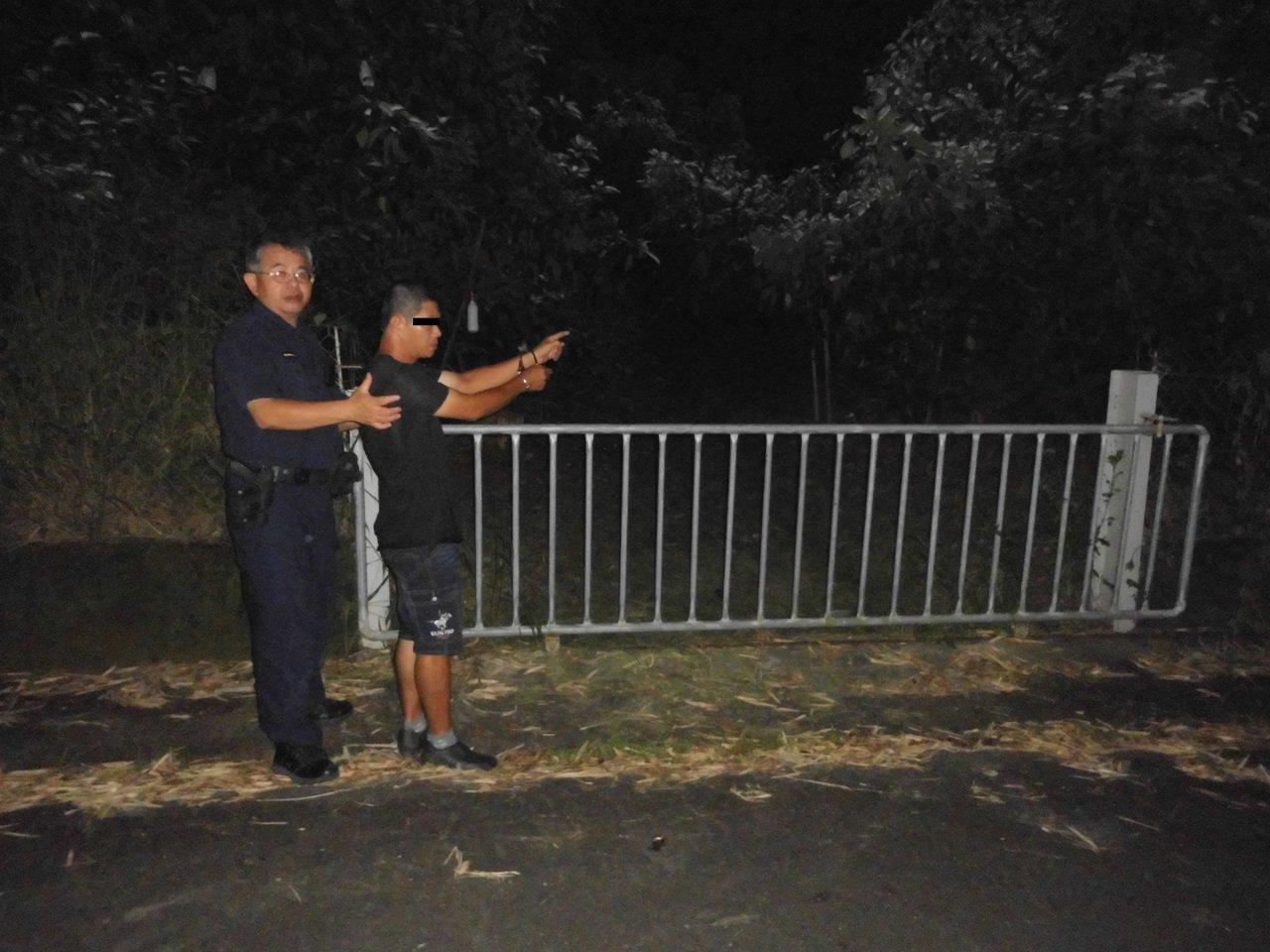 陳嫌與家人聯手(右)在台南東山山區偷採酪梨遭警方逮捕。記者謝進盛/翻攝