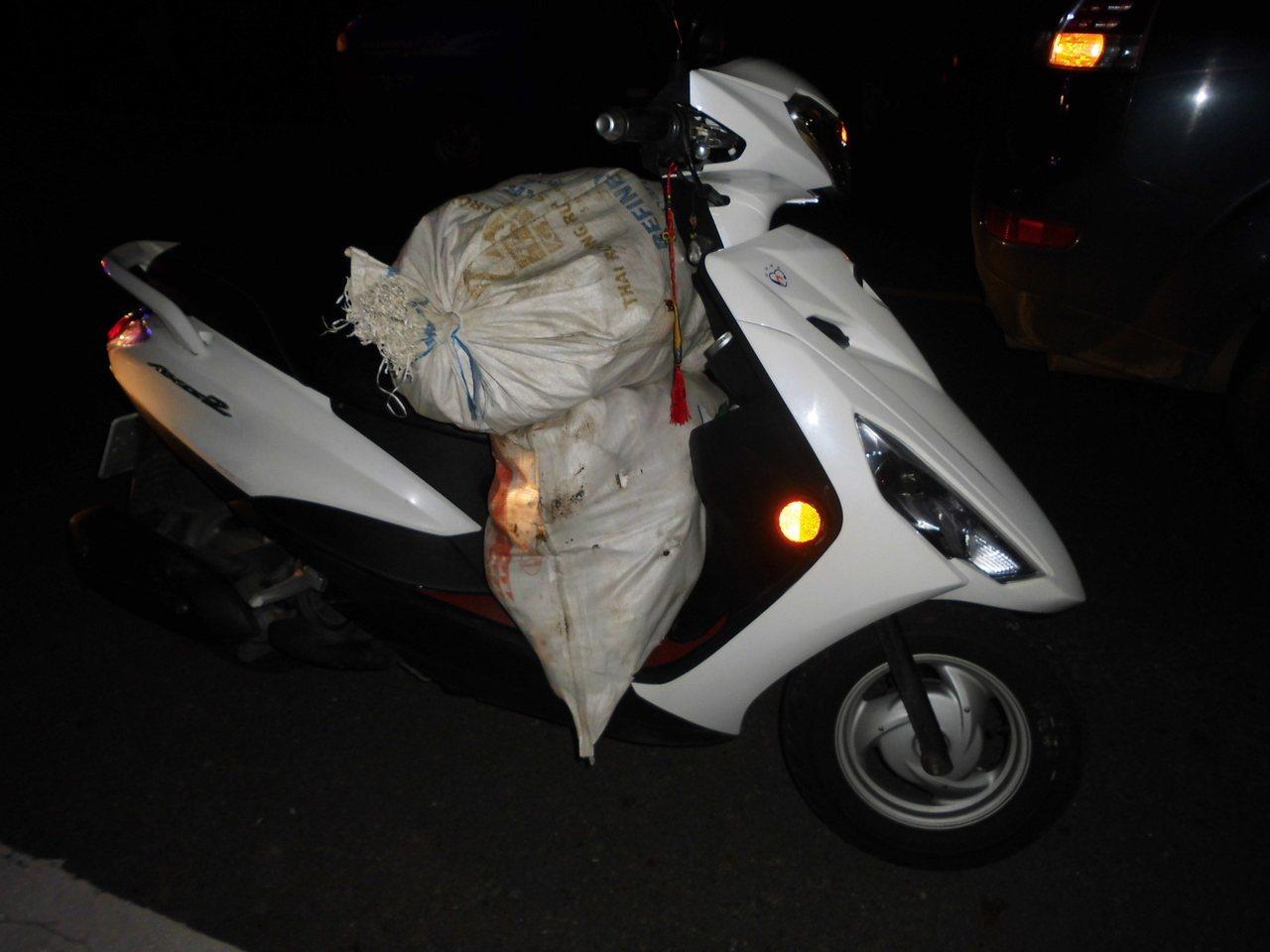 警方說4人遠從嘉義海區東石鄉騎機車來到台南東山山區犯案。記者謝進盛/翻攝