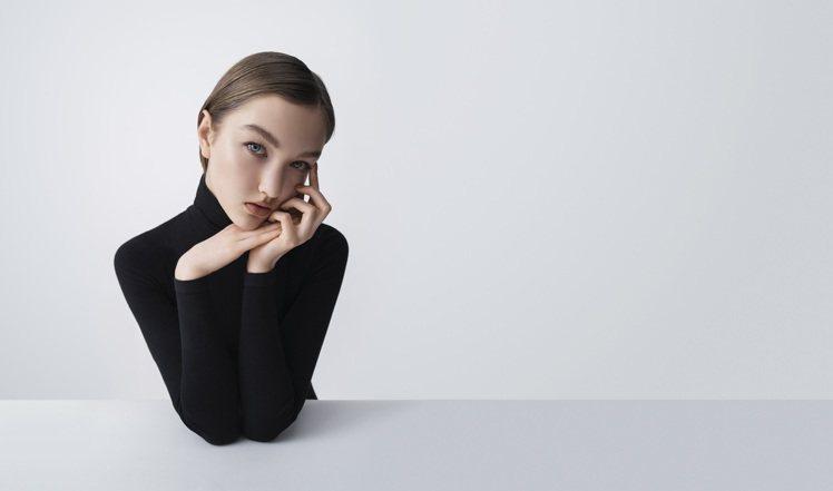 要挑選適合自己的底妝,又要不怕太乾燥,就選擇RMK水凝美肌粉霜。圖/RMK提供