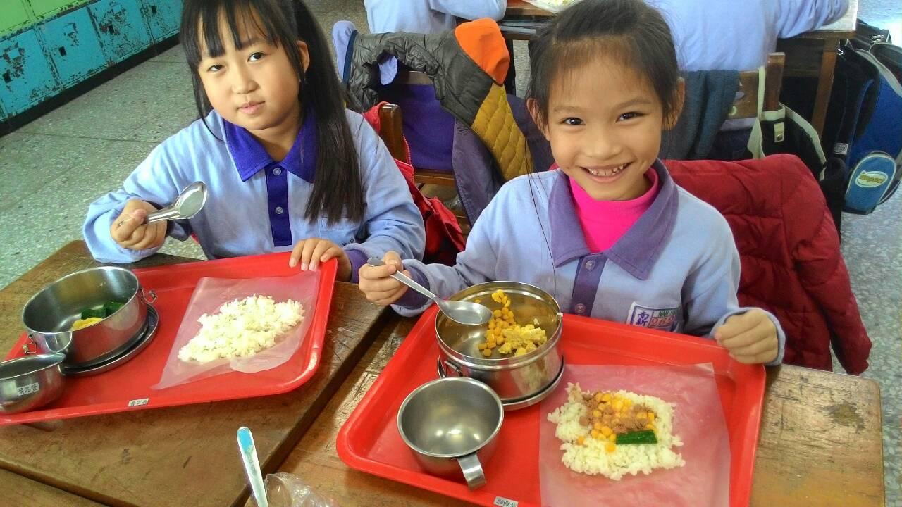 國中小快開學了,嘉義縣審計室指國中小午餐食材四章使用率偏低,要求改善。資料照片