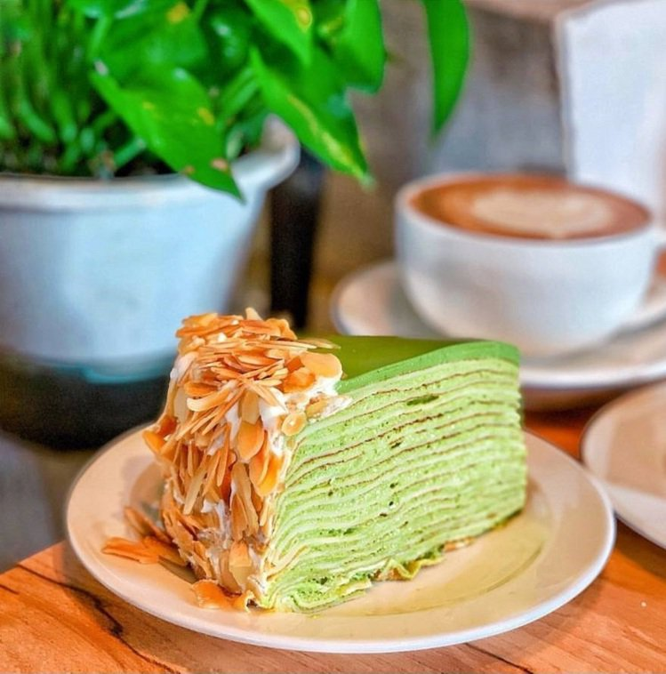「Gather cafe食聚」抹茶千層份量十足。IG @_.shuangshua...