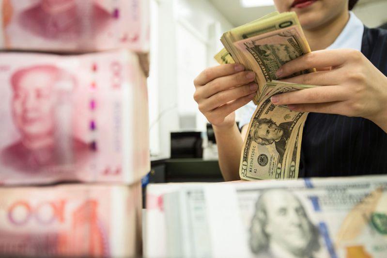 人民幣的匯價狂瀉,甚至突破歷史的美元兌人民幣7關卡。法新社