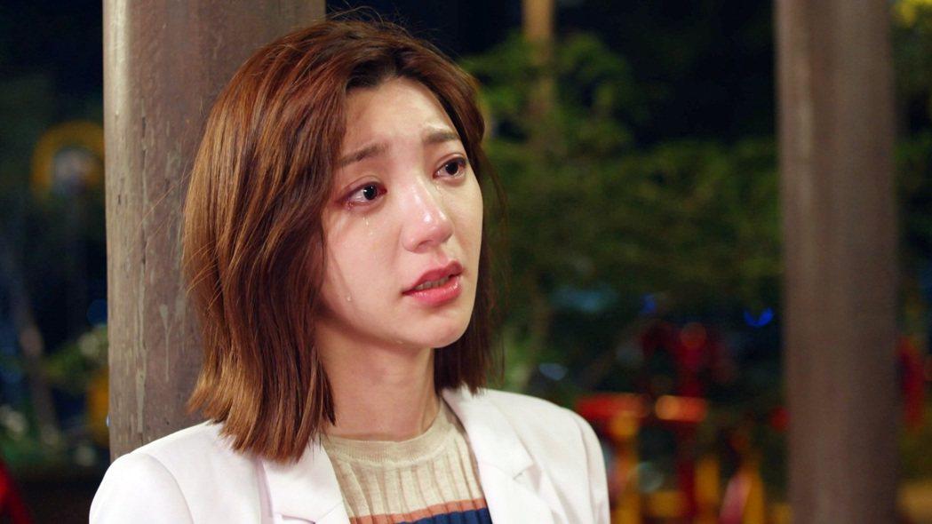 郭雪芙在「我們不能是朋友」完結篇中,淚崩認愛劉以豪。圖/八大提供