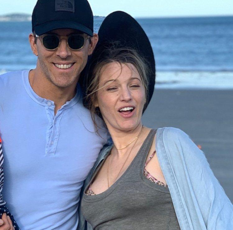 「死侍」萊恩雷諾斯祝福老婆布蕾克32歲生日快樂,卻一連發出許多張NG醜照。圖/摘