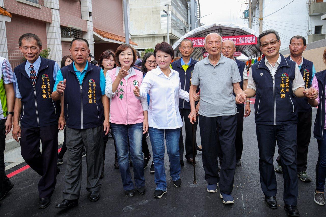 台中市長盧秀燕(中)9月2日起將出訪歐洲10天,她將到英國、荷蘭等地,考察推動無...