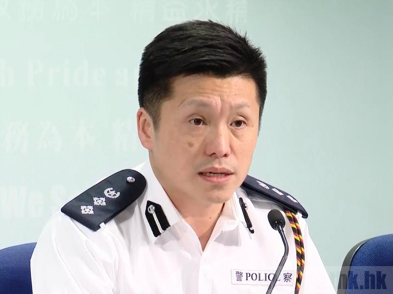 警察公共關係科總警司謝振中說明警員開槍合理。(香港電台)
