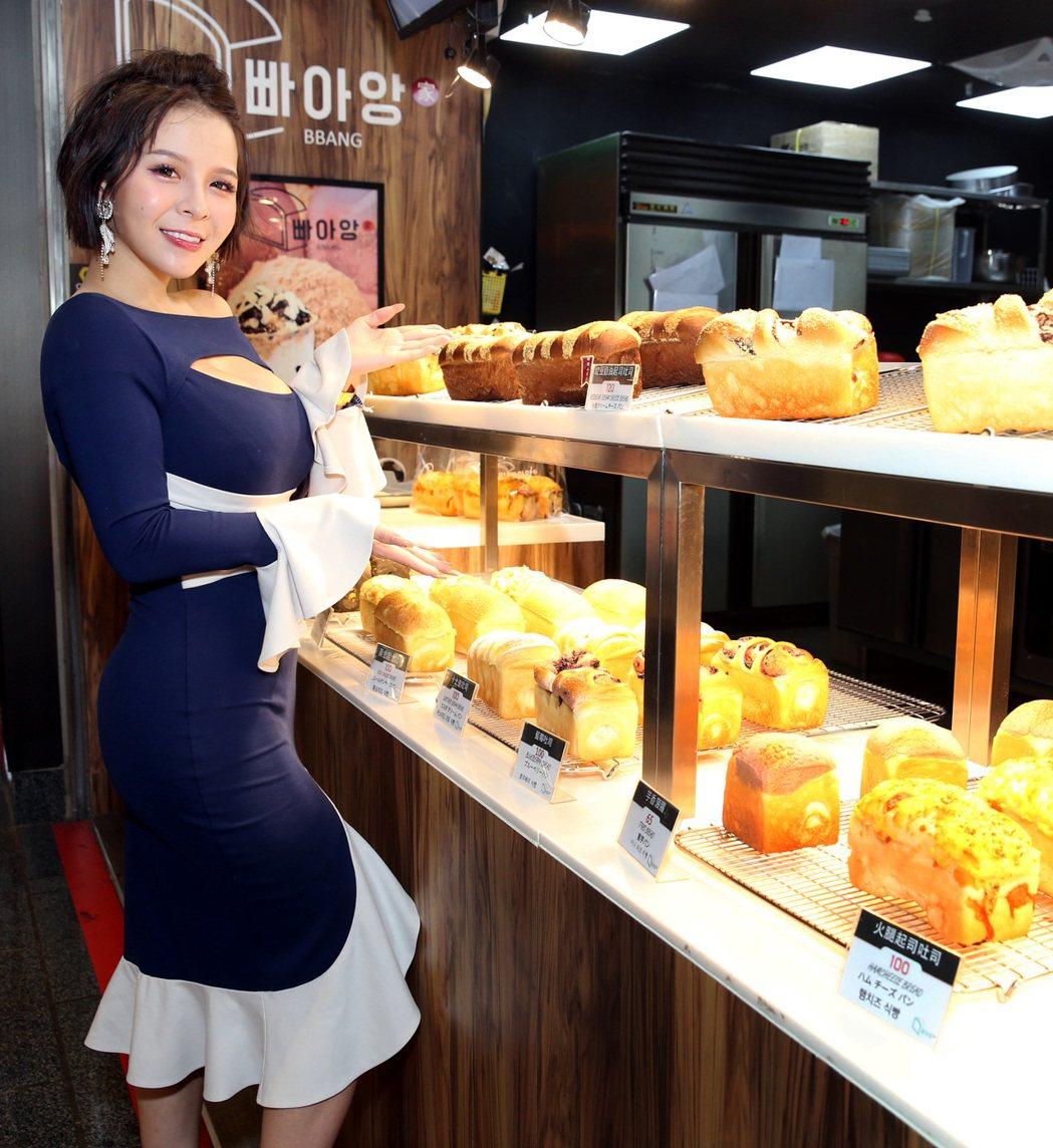 陳香菱平常會在麵包店做活動。記者侯永全/攝影