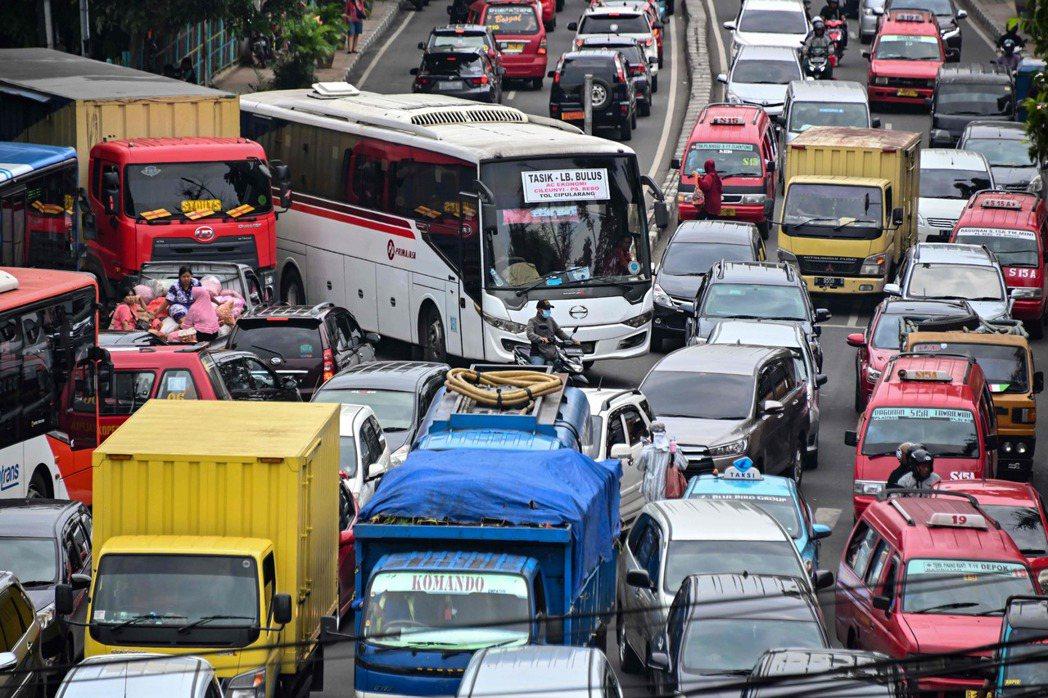 印尼雅加達交通壅塞問題嚴重。 (法新社)