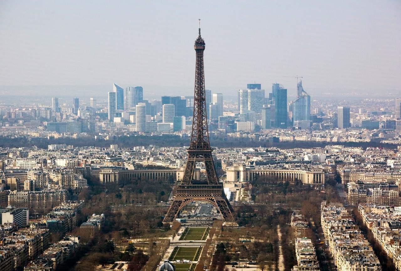 巴黎市近年來出現人口淨流出現象。圖為艾菲爾鐵塔。(法新社)