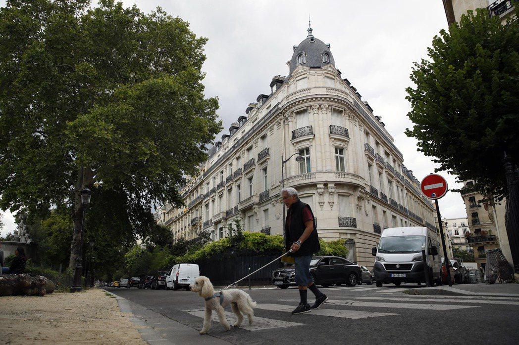 巴黎第16區的豪宅。巴黎市因房價高漲等因素,近年來許多人出走。(美聯社)