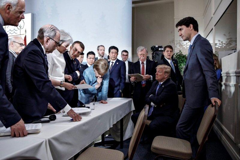 加拿大總理杜魯道(右一)官方攝影師Adam Scotti所拍攝的G7峰會照片。 圖/取自Adam Scotti Twitter